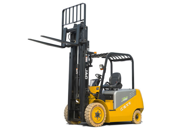 16_8-electric-forklift_01